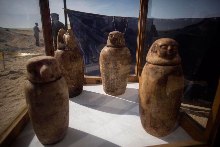 Archaeologists find Ancient Egyptian Necropolis With 1,000 Statues and 40 Well-Preserved Sarcophagi
