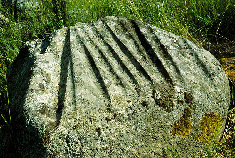 The Enigmatic Gotland Grooves, Ancient Cosmic Calendars? 800px-Rone_halor_ii