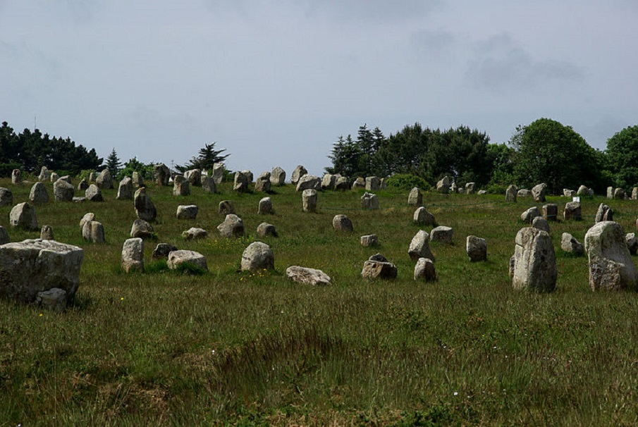 The Megalithic Stones Of Carnac—An Ancient Cosmic Map? Neolithic_Menhirs_near_Carnac_Brittany_France._07